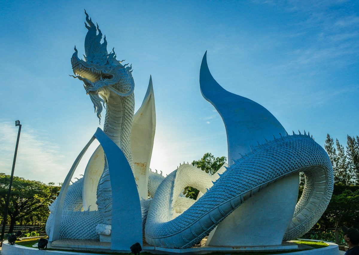 Having full dragon statue style