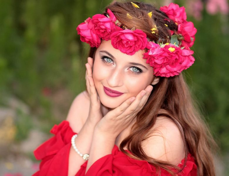 Am i beautiful on red dress and flower headgear